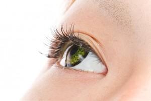 カラーコンタクトつけまつげ アジア人  a green colored contact lens asian girl eye